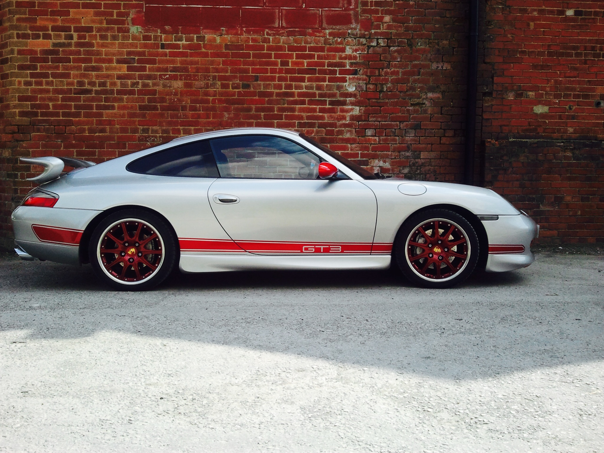 Striking Porsche 996 GT3 Replica